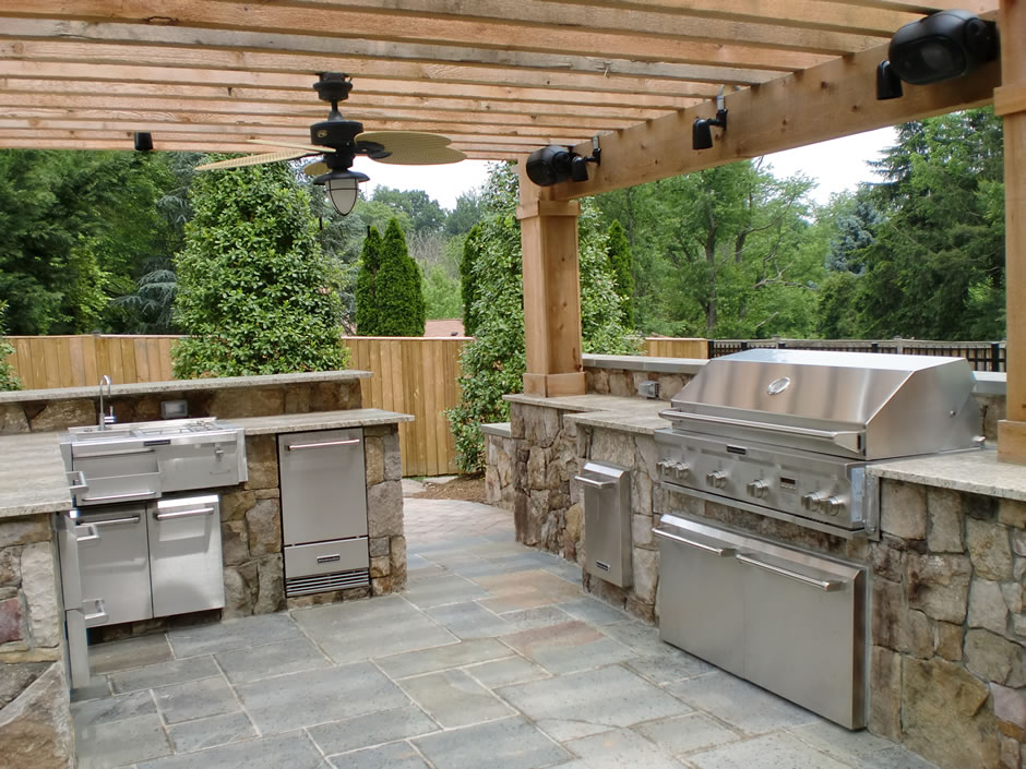 Outdoor kitchen pergola outdoor goods for Outdoor kitchen pergola ideas