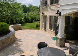 Flagstone patio and seating wall in Reston, VA