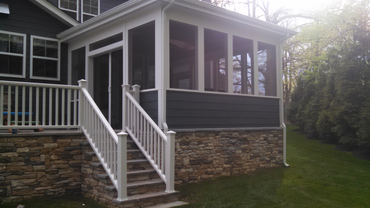 Screened porch and raised patio in Vienna, VA